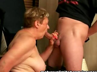 Granny sucking the big cock reasly amateur