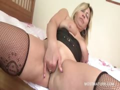 Lusty mature tramp  fingering her juicy snatch