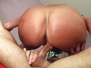 Brunette MILF gives ass
