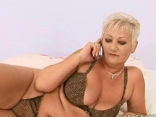 Boy fucking a chubby mature chick pretty hard