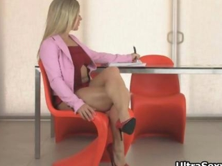 nasty blonde with amazing body and shows