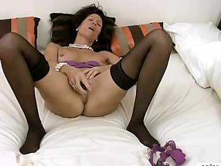Intense Cougar Orgasm With Dildo